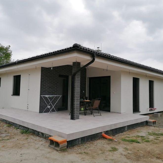 Montovaný dom v Sekule